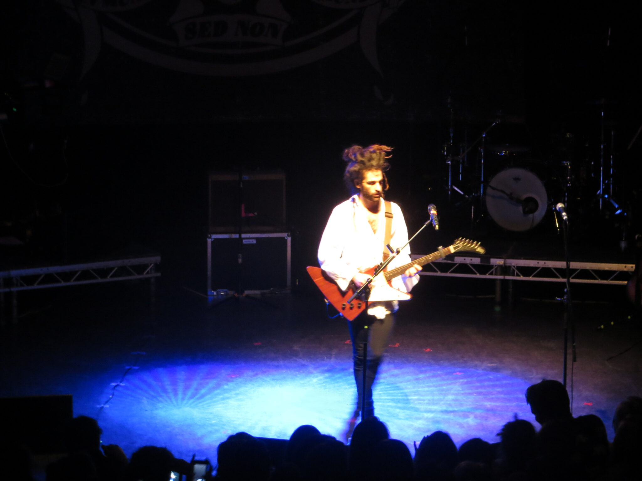 King Charles sings at Shepherds Bush