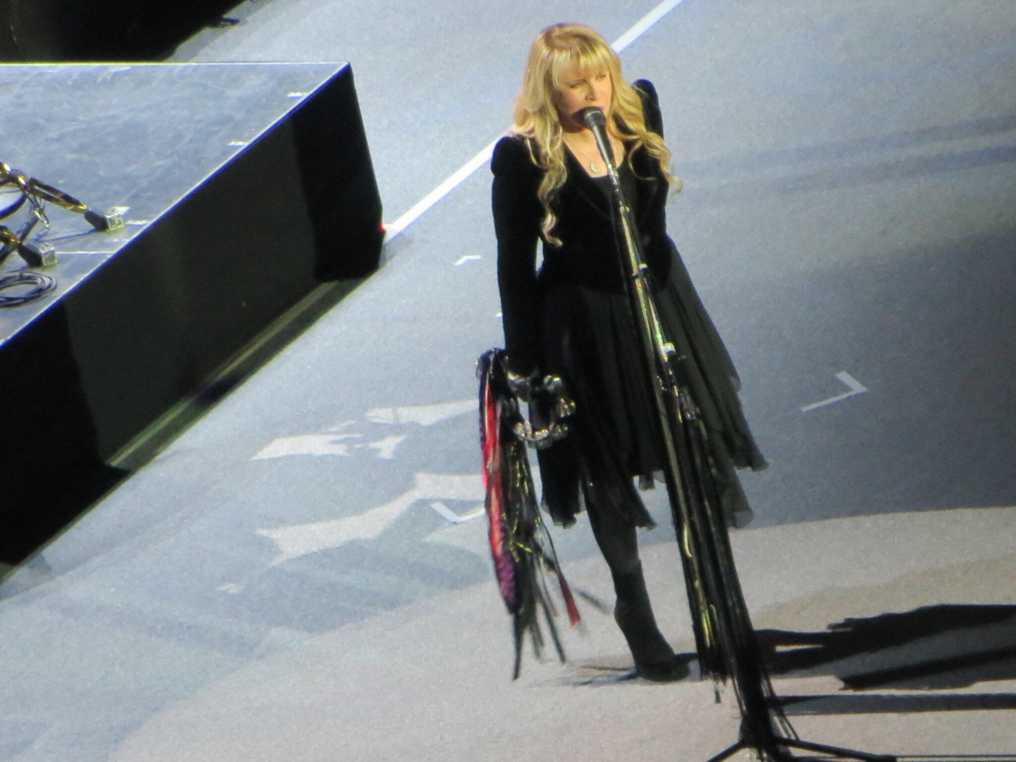 Stevie Nicks sings at the O2