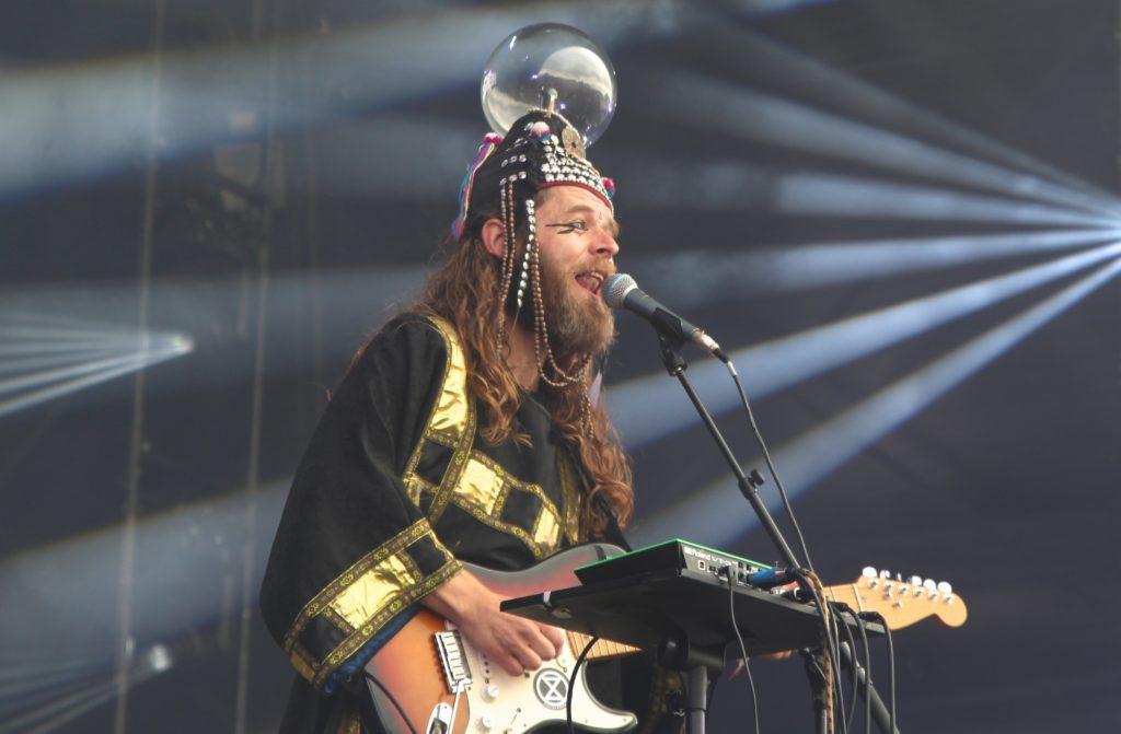 Henge on stage